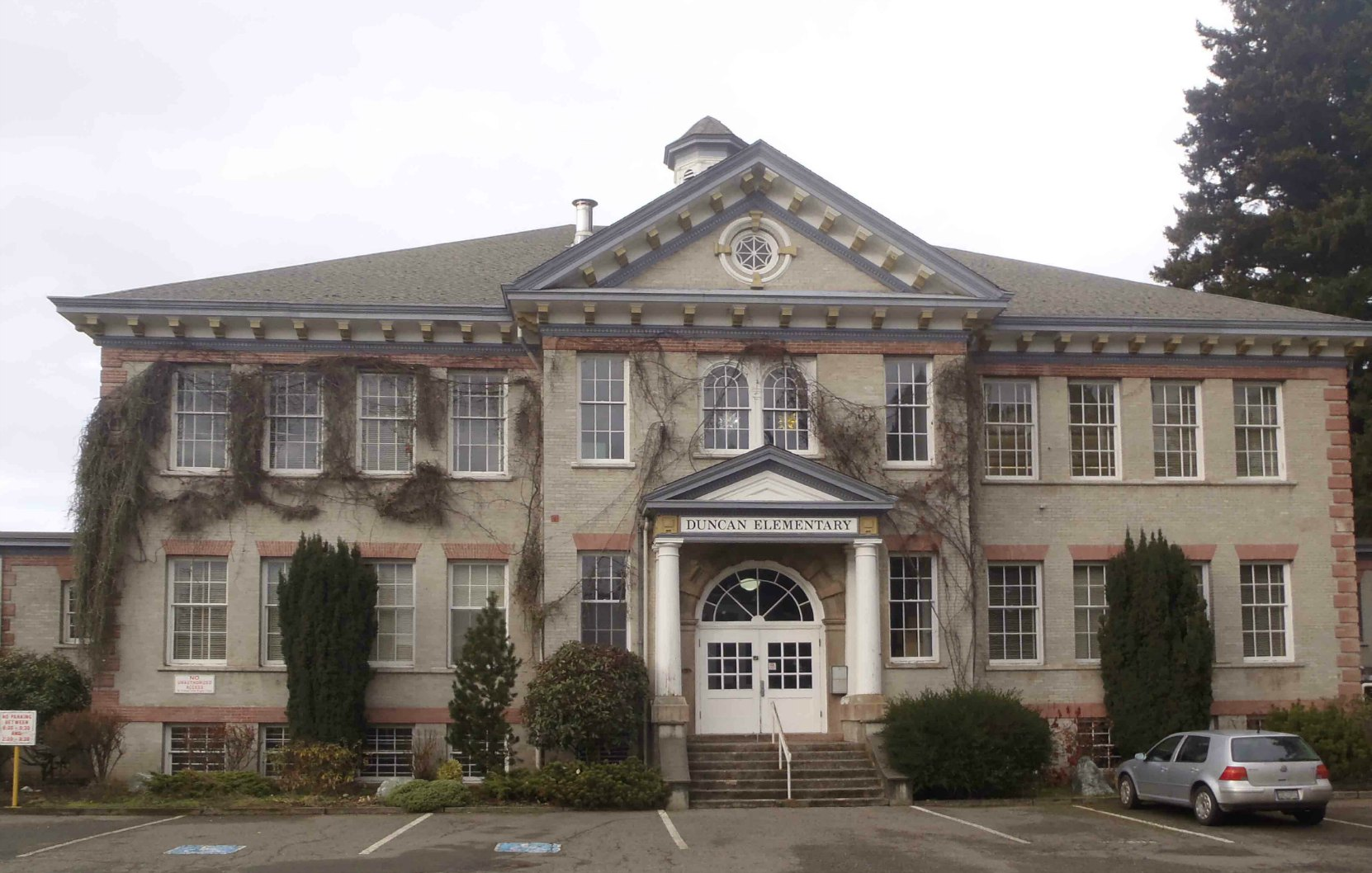 Duncan Elementary School, built in 1913. The architect who designed it and the contractor who built it were both Freemasons.
