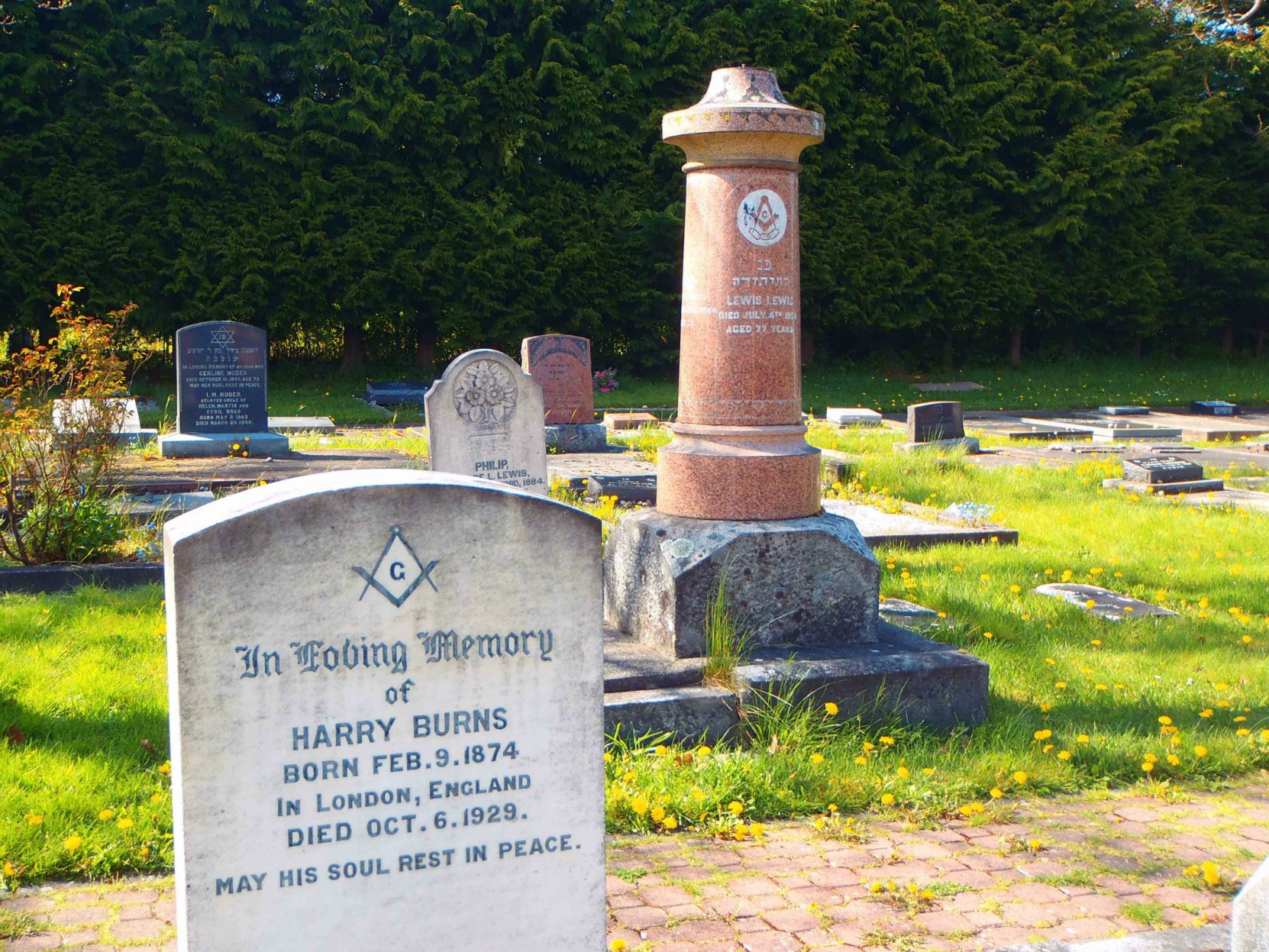 The graves of Harry Burns and Lewis Lewis in Victoria Jewish Cemetery both display the Masonic Square and Compasses