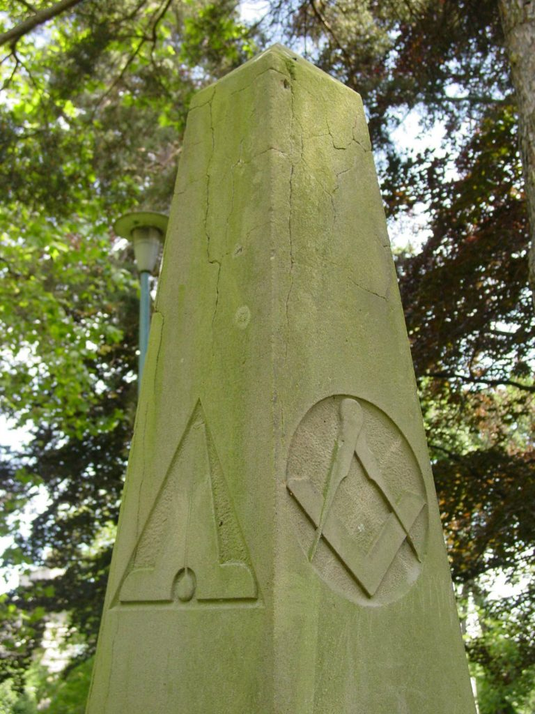 The Square & Compass and the Level on Andrew Phillips grave marker, Pioneer Square, Victoria, B.C. (photo by Temple Lodge No. 33 Historian)