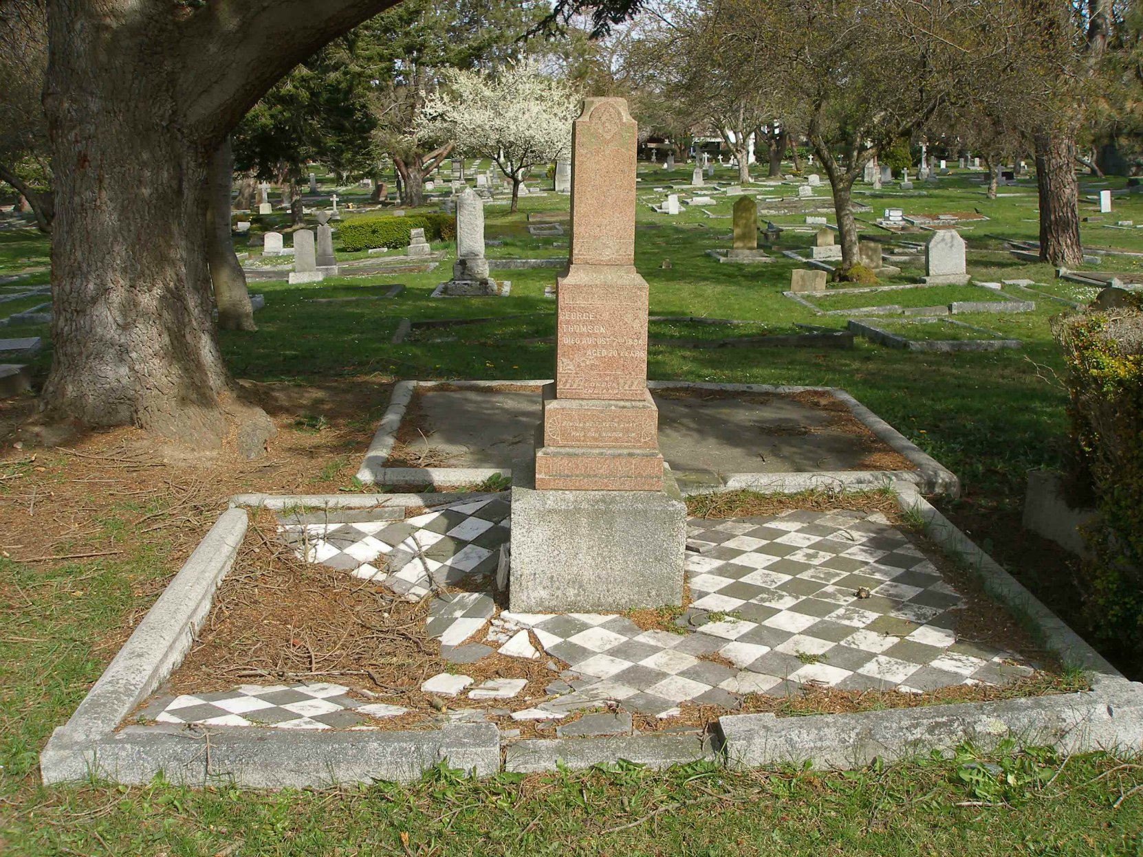 George Thomson grave, Ross Bay Cemetery, Victoria, B.C. (photo by Temple Lodge No.33 Historian)