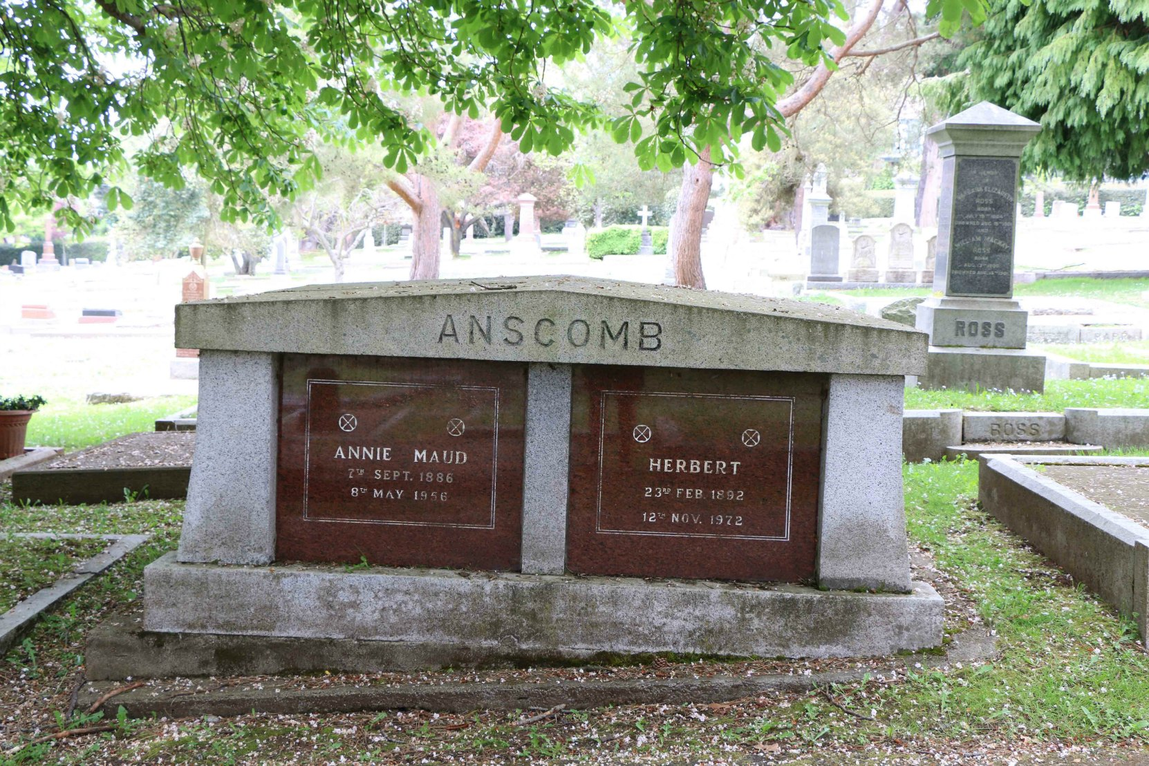 Herbert Anscomb grave, Ross Bay Cemetery, Victoria, B.C. (photo by Temple Lodge No. 33 Historian)