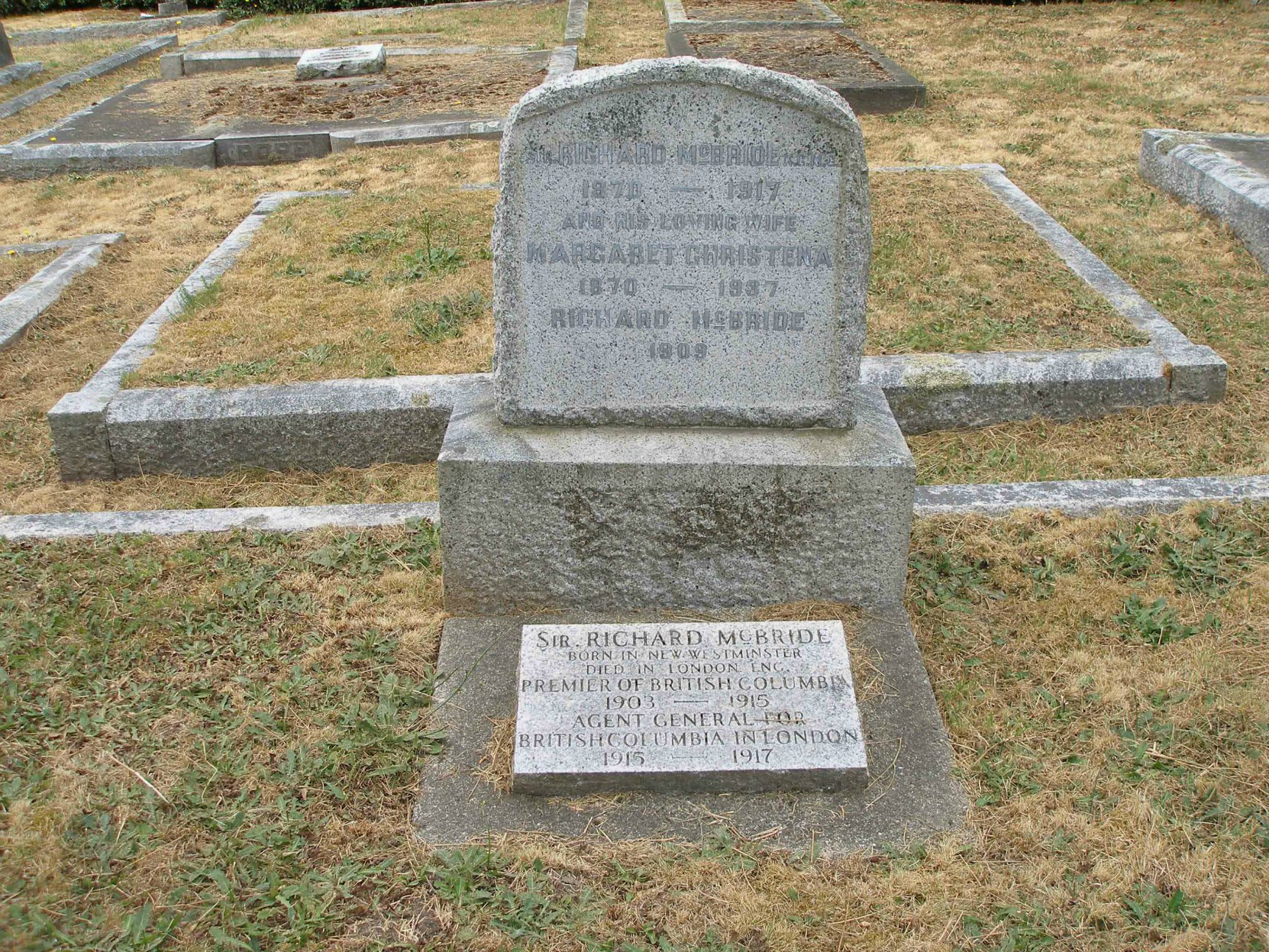 Sir Richard McBride )1870-1917), headstone, Ross Bay Cemetery, Victoria, B.C. (photo by Temple Lodge No. 33 Historian)