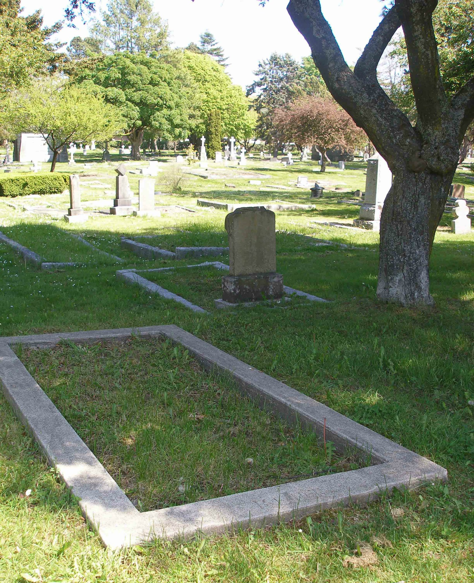 Herbert Kent grave, Ross Bay Cemetery, Victoria, B.C. (photo by Temple Lodge No. 33 Historian)