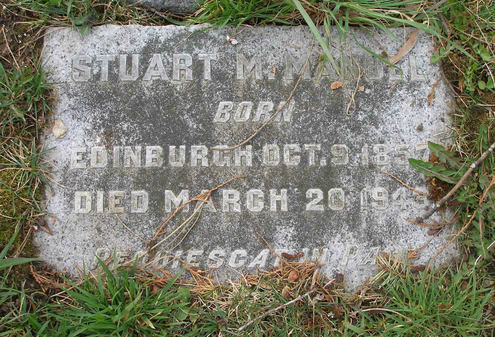 Stuart Menelas Manuel grave marker, Ross Bay Cemetery, Victoria, B.C. (photo by Temple Lodge No. 33 Historian)