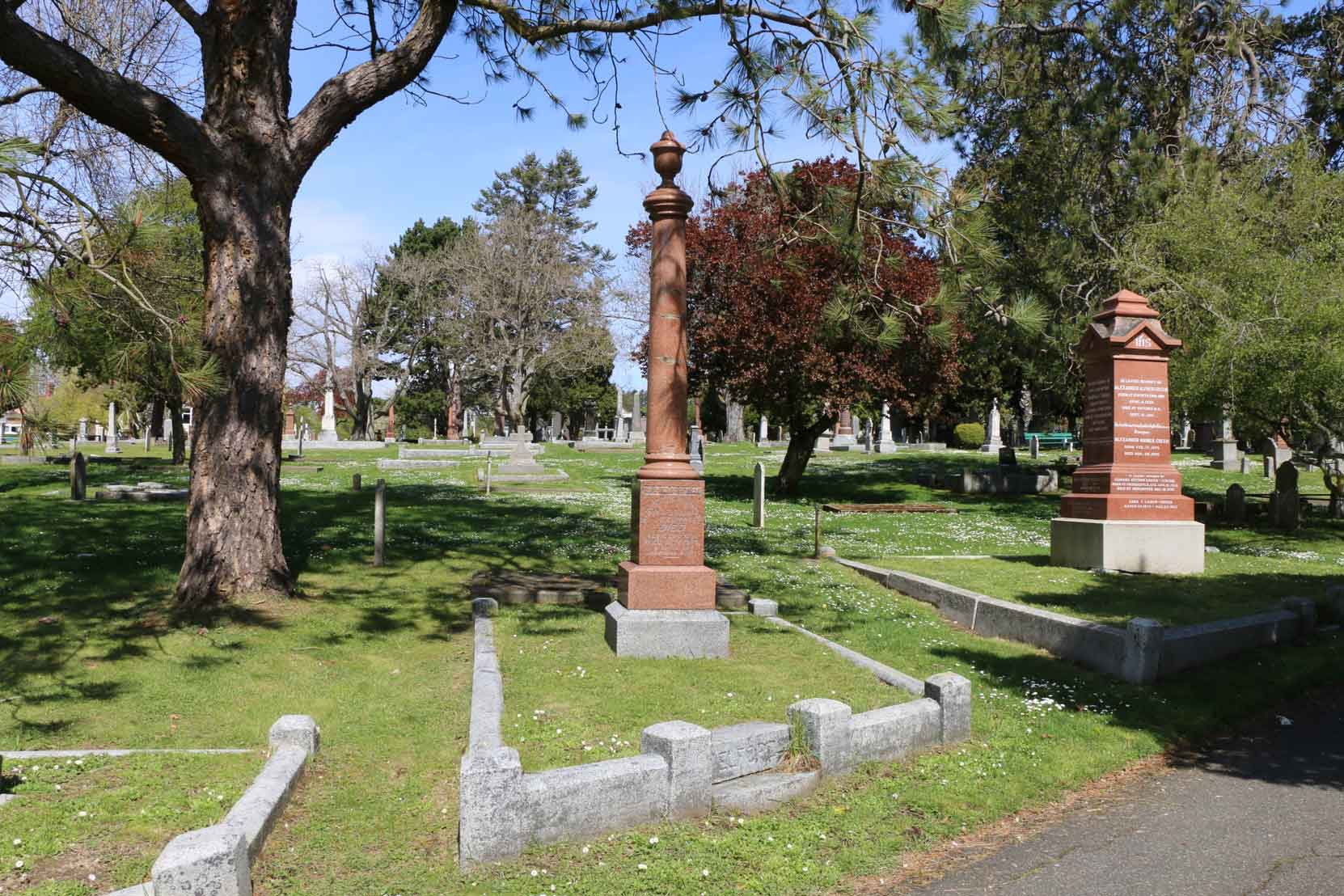 John Pitcairn Elford grave, Ross Bay Cemetery, Victoria, BC. The grave of Alexander Alfred Green is on the right and the grave of Thomas Trounce is on the left. (photo by Temple Lodge No. 33 Historian)