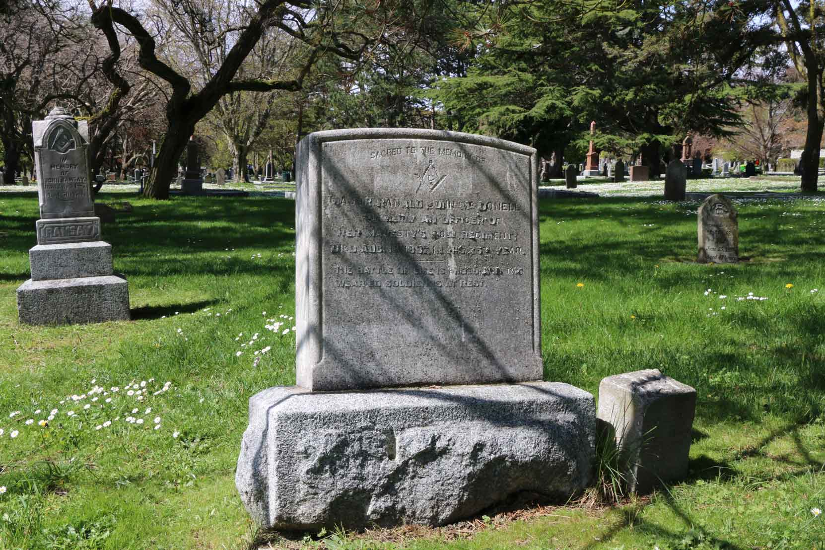 Major Ranald McDonell grave, Ross Bay Cemetery, Victoria, BC (photo by Temple Lodge No. 33 Historian)