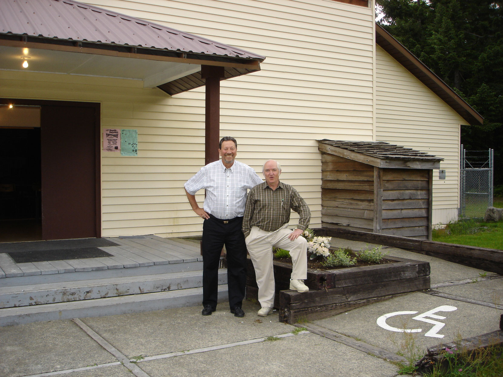 Bob Crawford (right) and Cecil Ashley at the Hillcrest Lumber Co. Employees Reunion in 2006. (photo courtesy of Cecil Ashley)