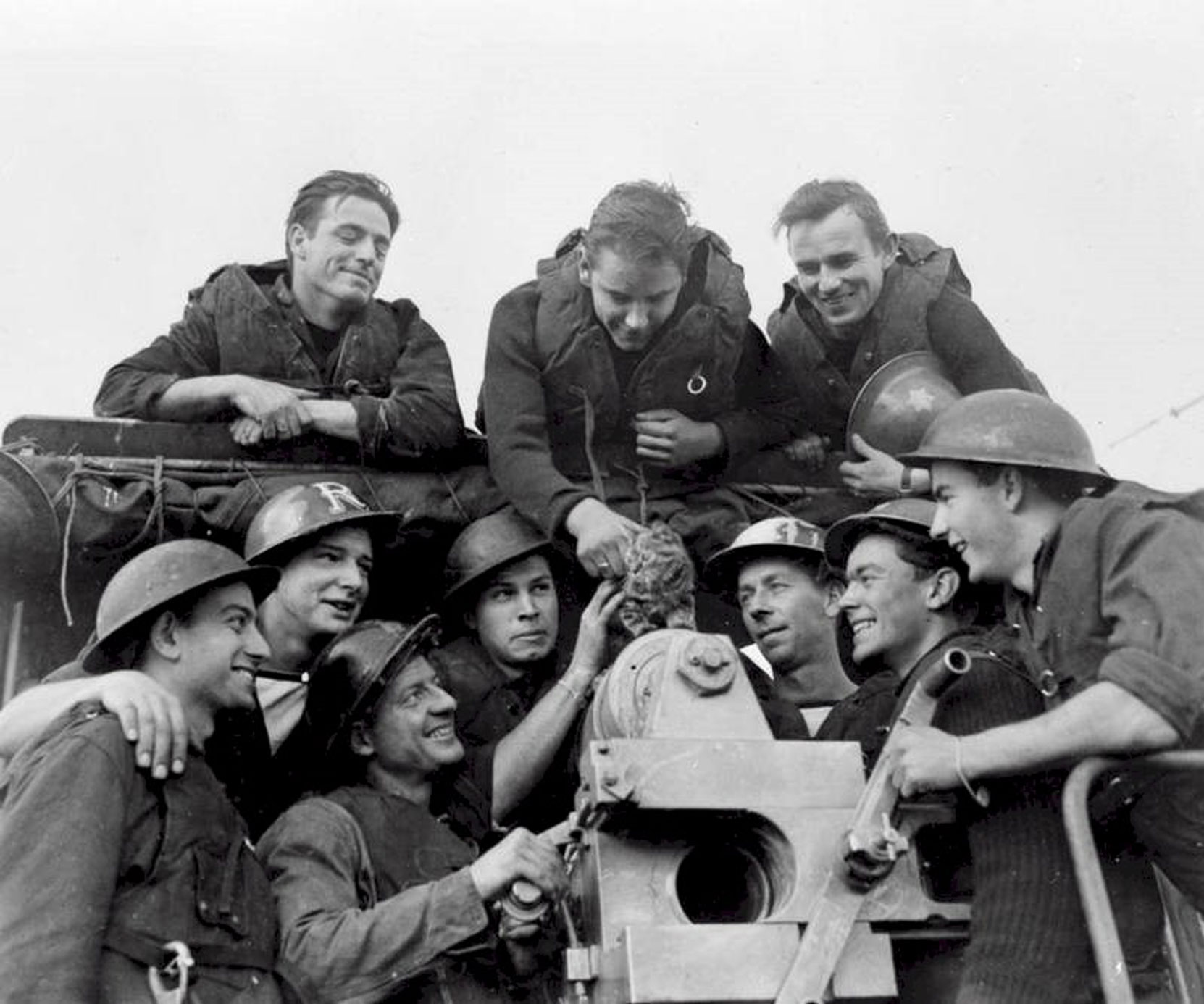 Douglas Barker (bottom row, 2nd from left, hand on gun) serving on HMCS Annan in 1945 (photo courtesy of Douglas Barker's daughter Christine)