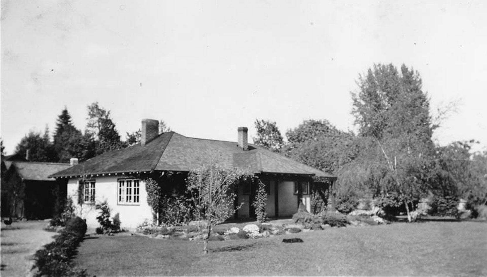Claude Green's house at 733 Wharncliffe Road, Duncan circa 1940. (courtesy of Claude Green's daughter Sylvia Dyer - private collection. Used with permission)
