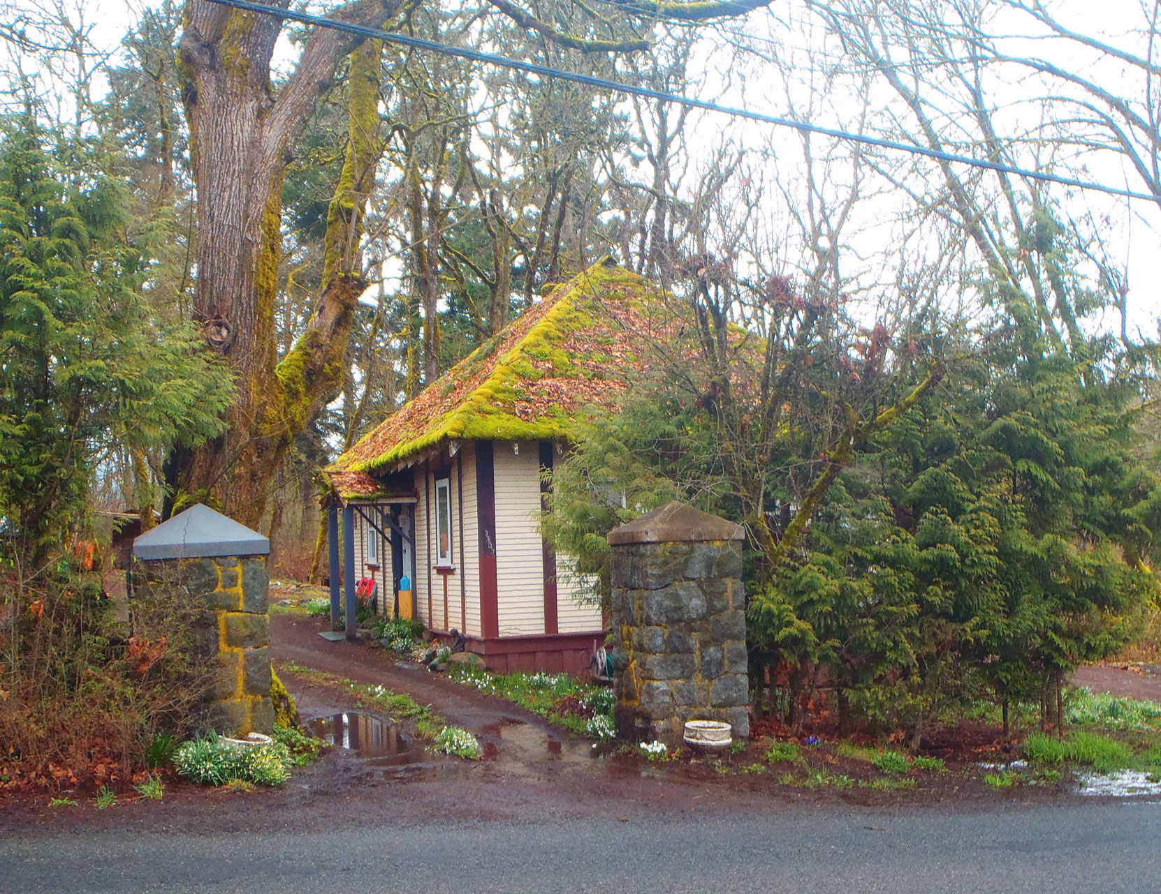 Gatehouse of The Grange, 3443 Drinkwater Raod, North Cowichan. Built in 1911 by architect Samuel Maclure for Sir Clive Phillips-Wolley (photo by Temple Lodge No. 33 Historian)