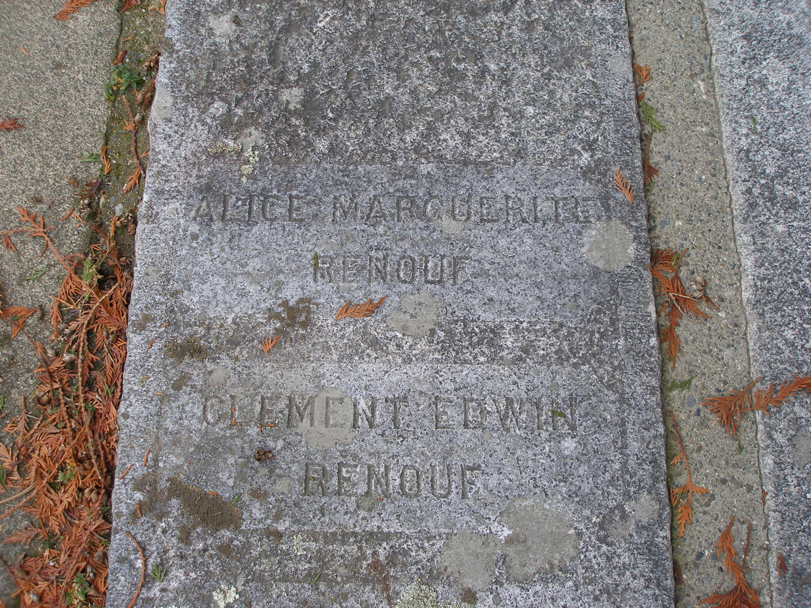 Clement Edwin Renouf grave inscription, Ross Bay Cemetery, Victoria, B.C. (photo by Temple Lodge No. 33 Historian)