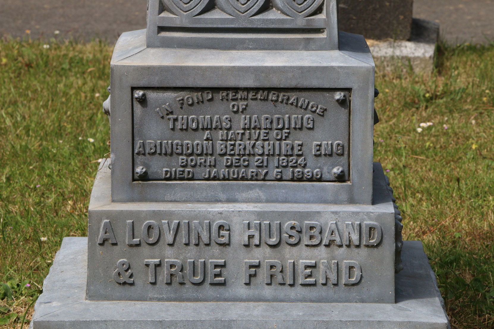 Thomas Harding grave inscription, Ross Bay Cemetery, Victoria, BC (photo: Temple Lodge No. 33 Historian)
