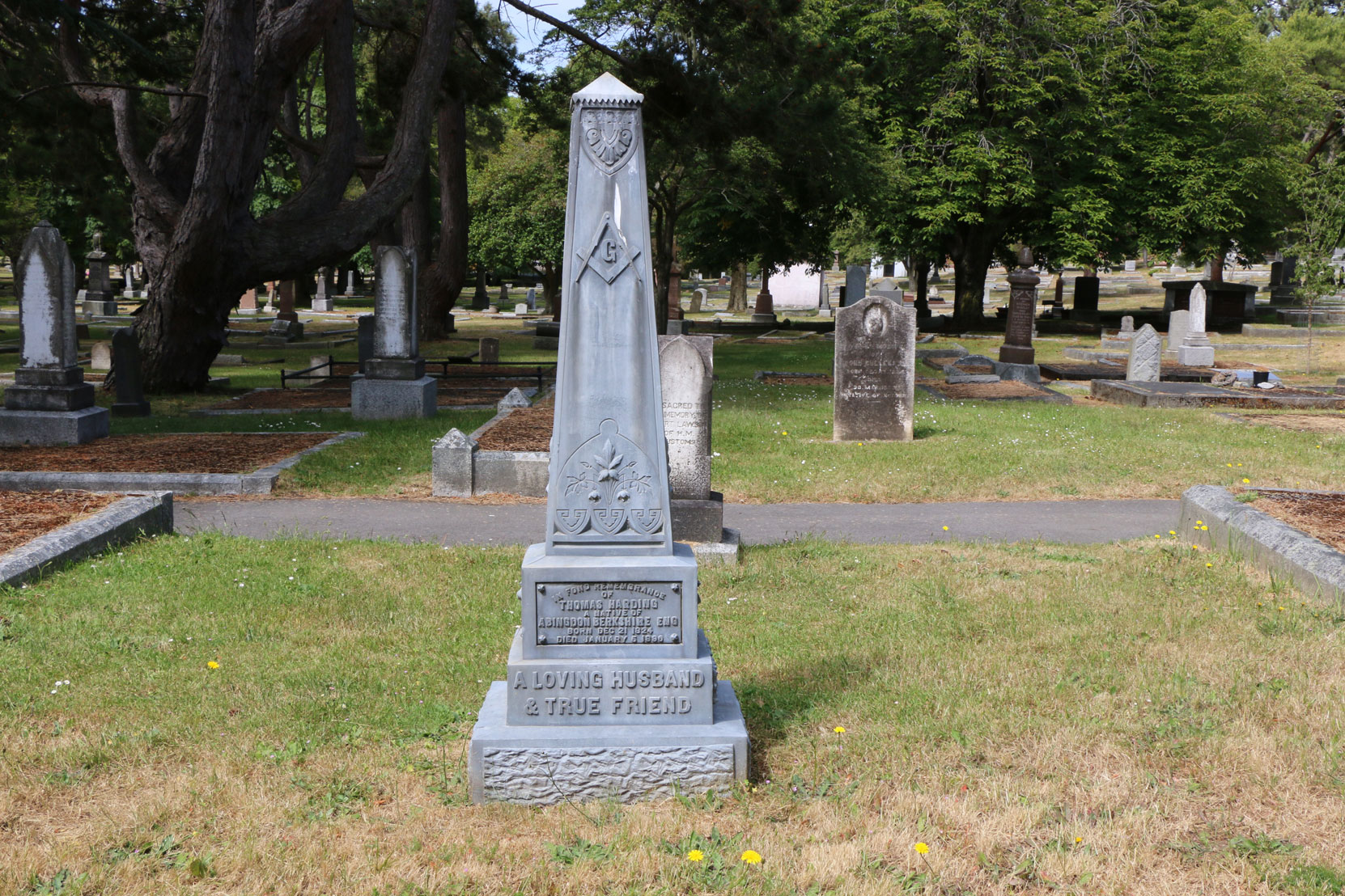 Thomas Harding grave, Ross Bay Cemetery, Victoria, BC (photo: Temple Lodge No. 33 Historian)
