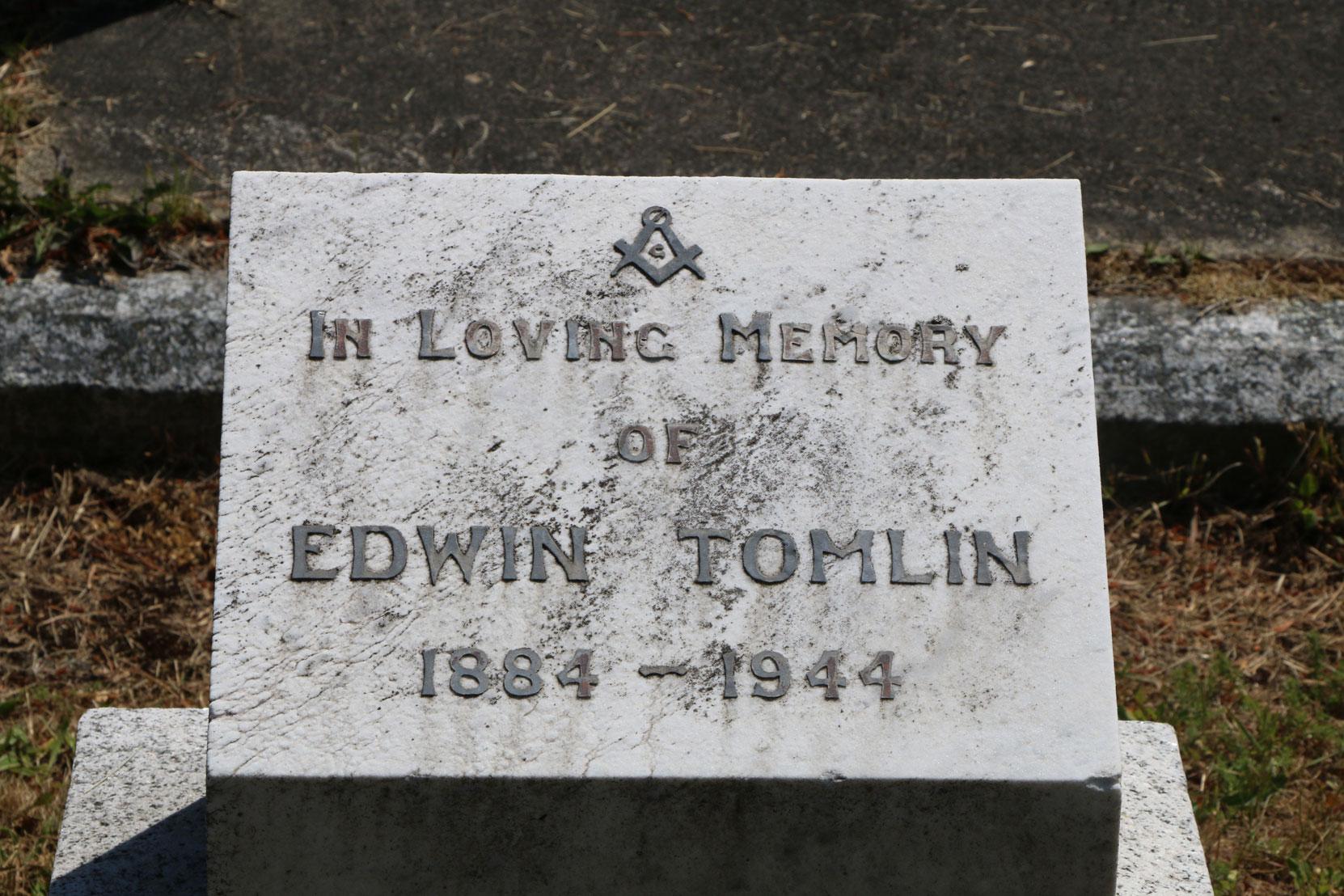 Edwin Tomlin grave inscription, Ross Bay Cemetery, Victoria, BC (photo: Temple Lodge No. 33 Historian)