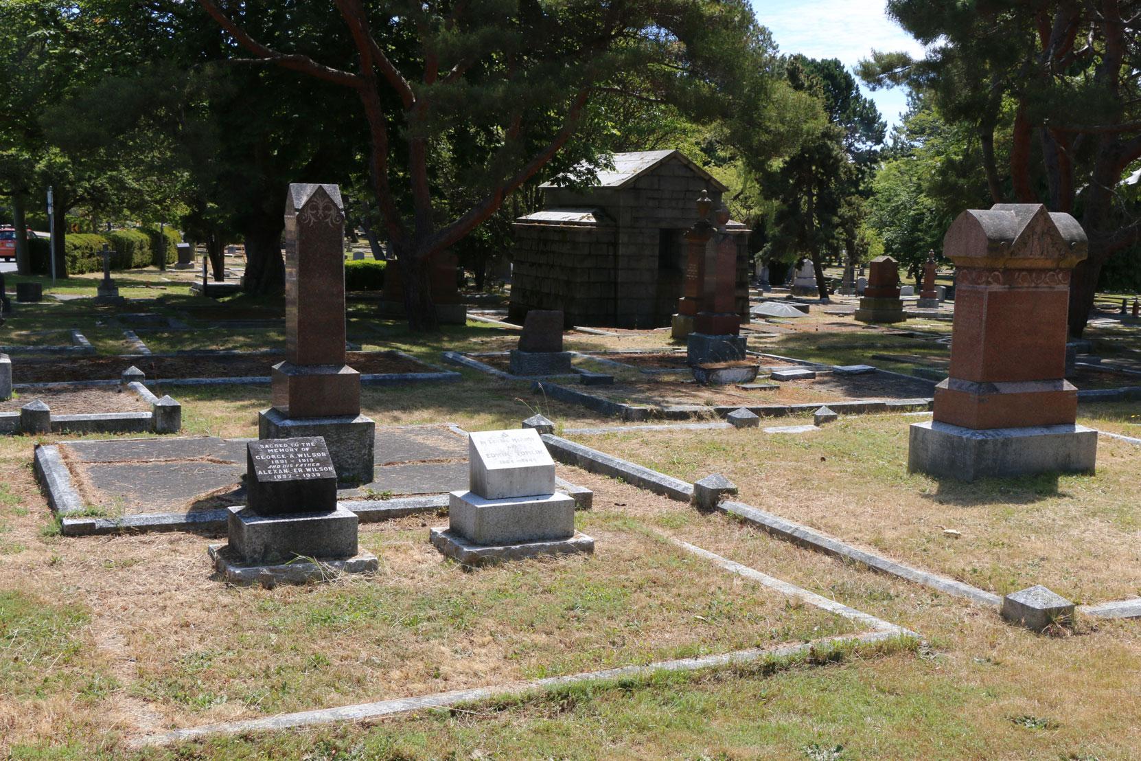Edwin Tomlin grave, Ross Bay Cemetery, Victoria, BC (photo: Temple Lodge No. 33 Historian)