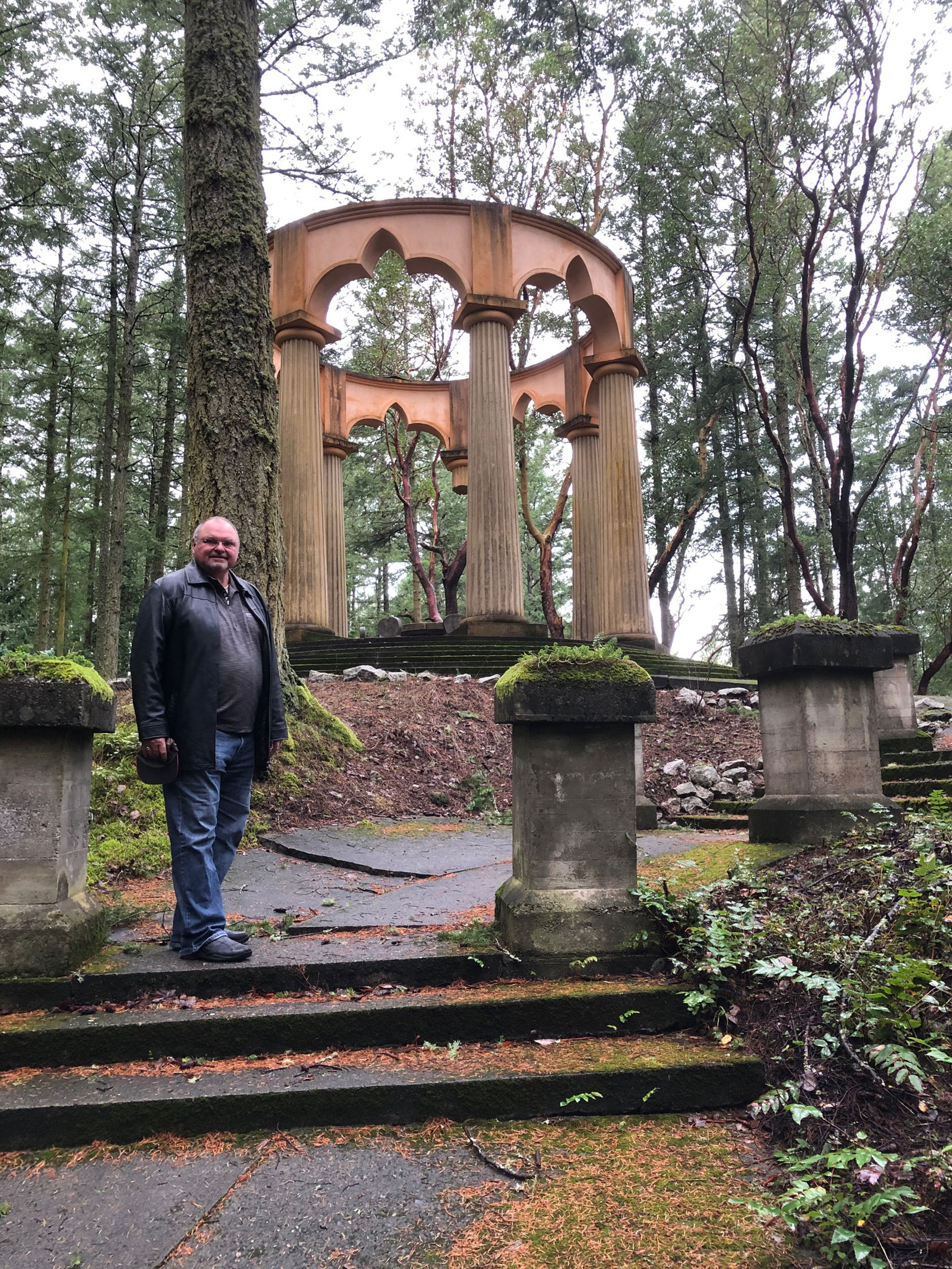 Mike Gains of V&Q, Lodge, No. 2, at the McMillin Mausoleum, Roche Harbor, Washington. (photo by Mike Gains, V&Q, No.2)