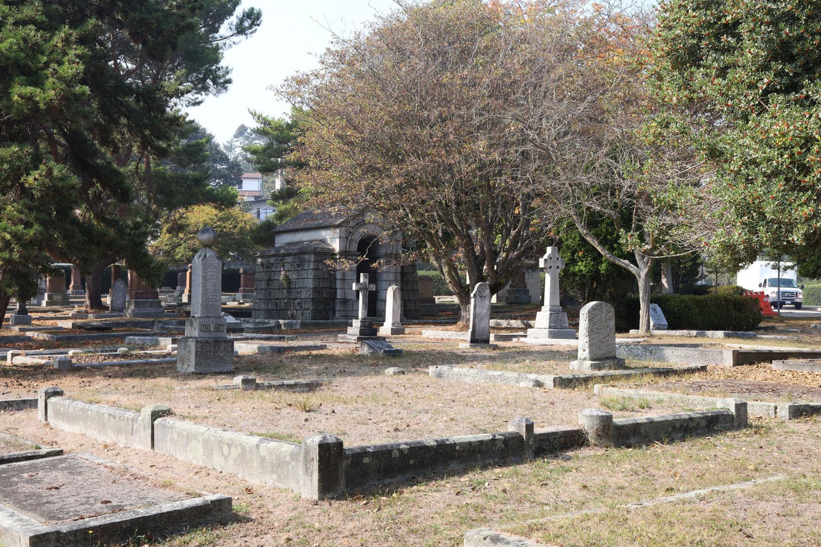 Robert Porter grave, Ross Bay Cemetery, Victoria, BC (photo: Temple Lodge No. 33 Historian)