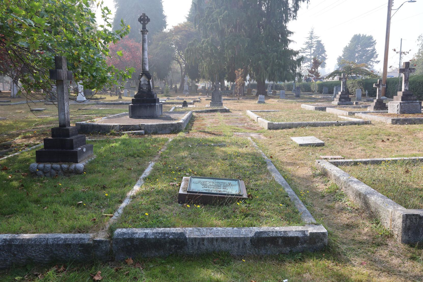 Alfred Cornelius Flumerfelt grave, Ross Bay Cemetery, Victoria, BC (photo: Temple Lodge No. 33 Historian)