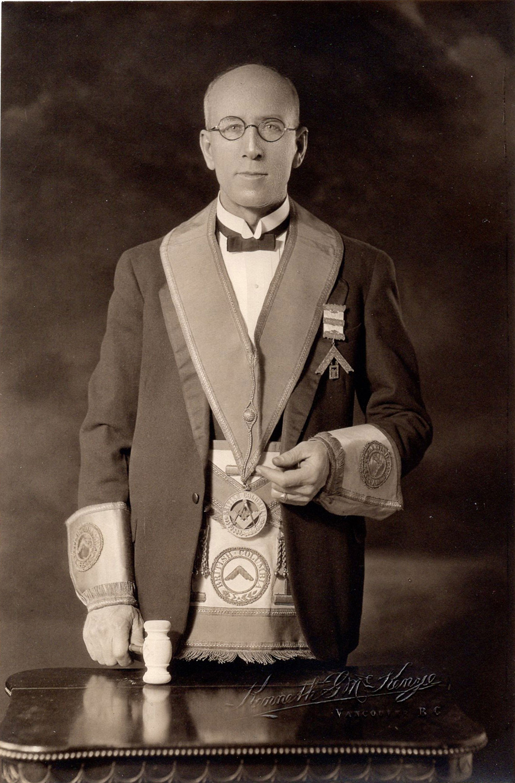 The Grand Historian has requested assistance in identifying this photo of an unidentified Past District Deputy Grand Master, taken by the Vancouver studio of Kenneth G. McKenzie (photo: Grand Lodge of B.C. & Yukon)